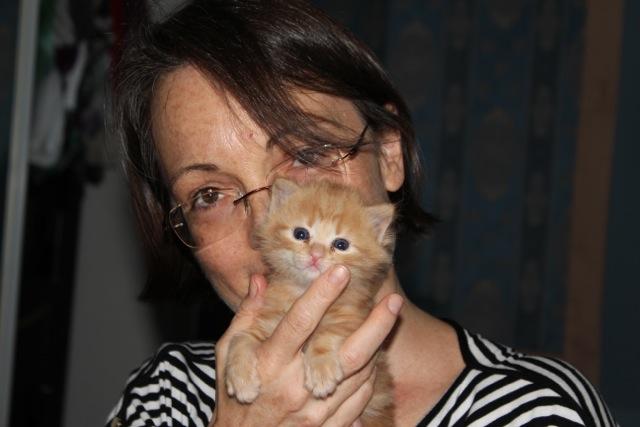 Anick et le chaton Charlie