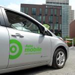 Grâce à Communauto, des visiteurs ont pu faire l'essai d'une voiture électrique